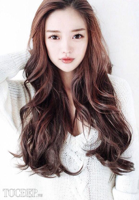 7 kiểu tóc xoăn cho cô nàng mặt tròn xinh xắn