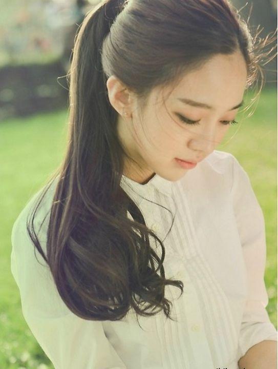 Kiểu tóc uốn xoăn đuôi nhẹ đẹp như sao kpop