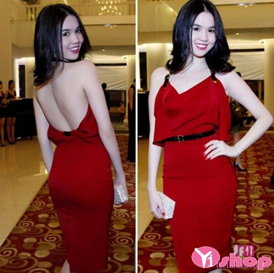 Mặc váy đầm liền thân màu đỏ tỏa sáng như ngọc trinh