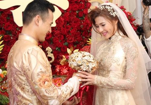 Ngắm chiếc áo dài cưới giá ngàn đô của thúy diễm