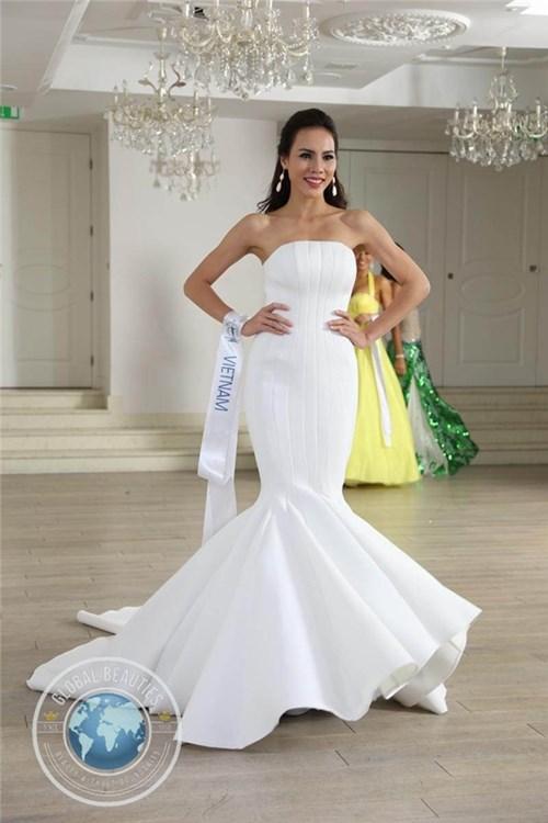 Những bộ váy lệ quyên liên tục được mượn đi thi hoa hậu