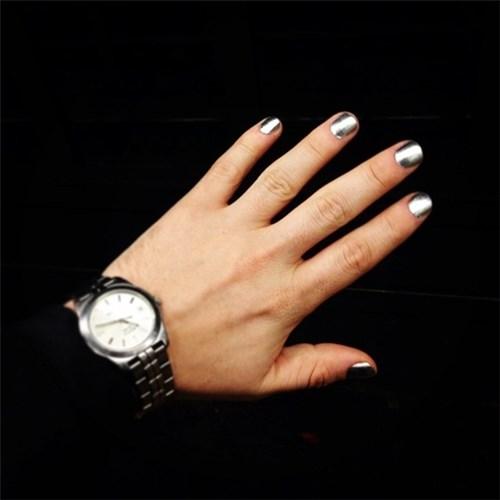 Trào lưu sơn móng tay của nam giới