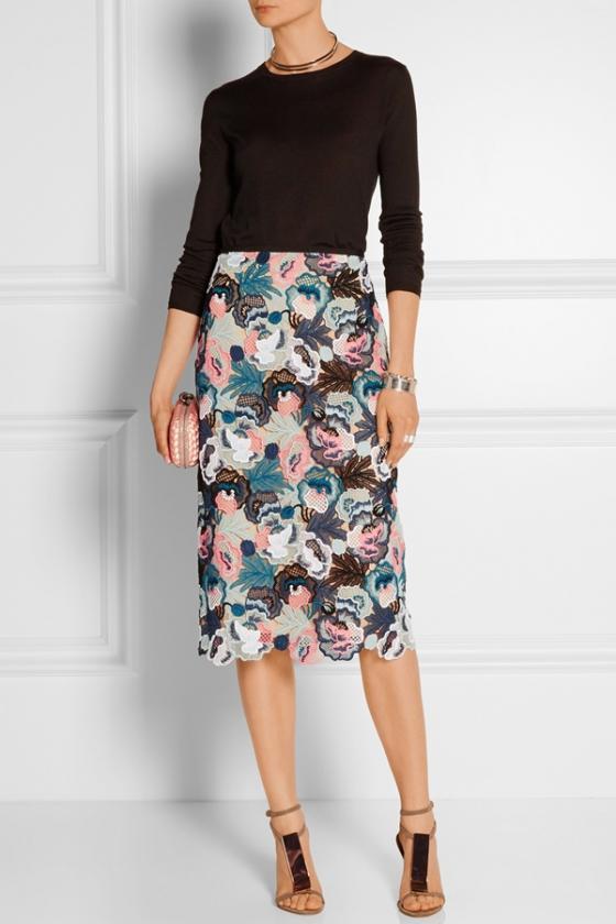 Chân váy hoa thời trang sành điệu cho nàng công sở