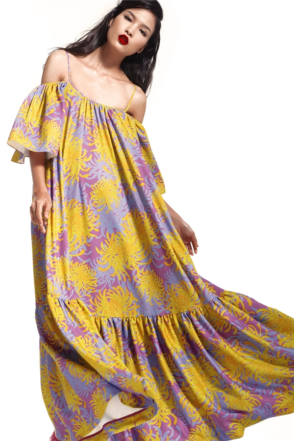 Bst hè về trên váy hoa cúc rực rỡ của đỗ mạnh cường