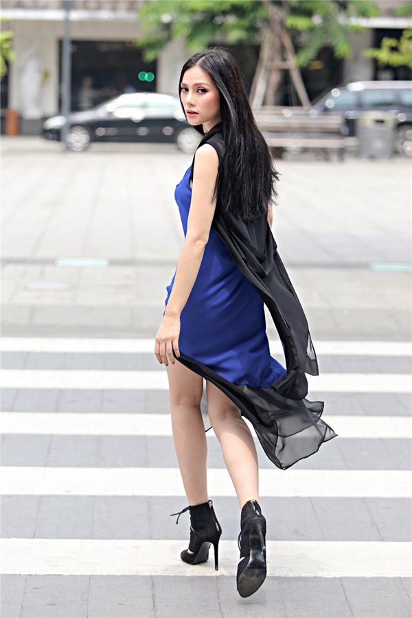 gái một con thu thủy sành điệu thả dáng trên phố
