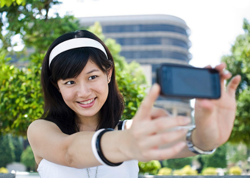 selfie càng nhiều càng mau già