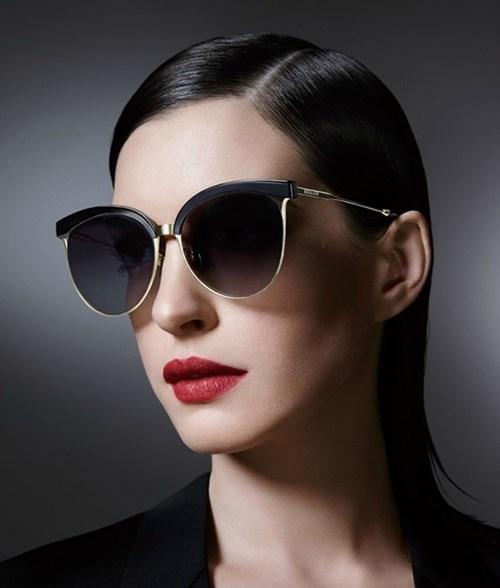 Thành quý cô thời trang thập niên 50 với mắt kính bolon