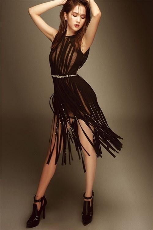 Trang phục bị cấm diễn tại đêm hội chân dài của ngọc trinh