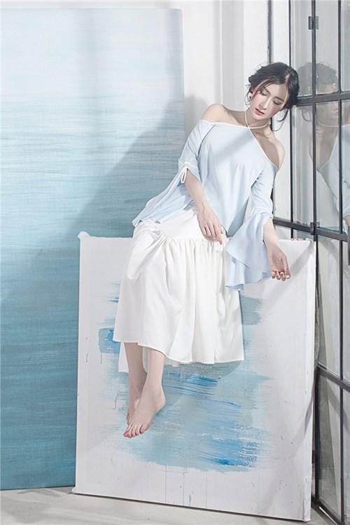 Cách diện hai sắc màu xanh trắng đẹp như tranh vẽ