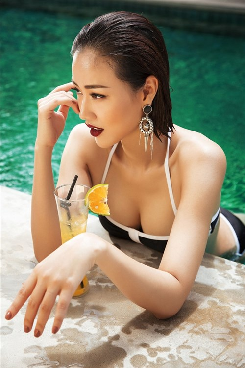 Maya khoe vòng 1 táo bạo với bikini trong bộ ảnh bị dụ dỗ chụp