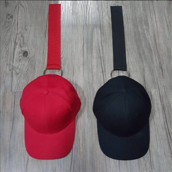 Mũ đeo khuyên trào lưu mới chất gắn mác của sơn tùng mtp
