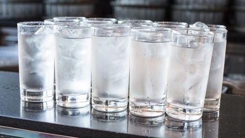 Những loại nước càng uống càng gây mất nước