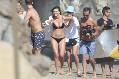 Siêu mẫu miranda kerr nóng bỏng với bikini trên biển