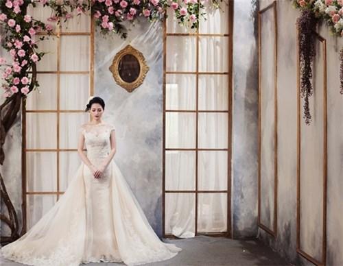 Tâm tít rực rỡ trong trang phục cưới