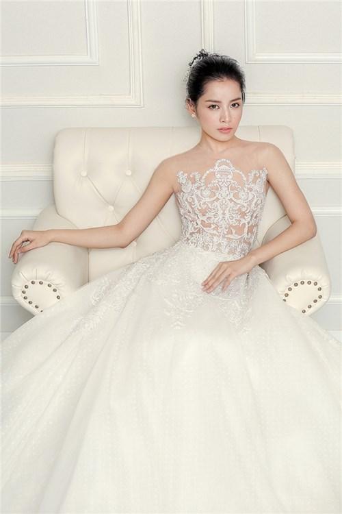 Chi pu đẹp tựa thiên thần khi diện váy cưới