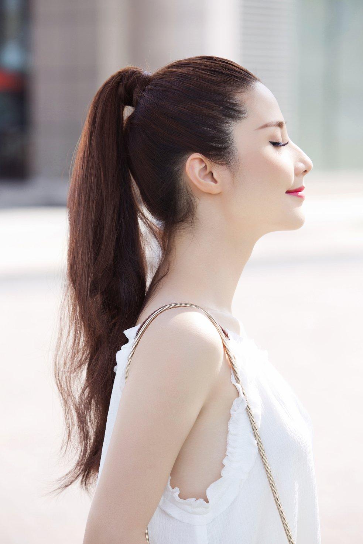 Kiểu tóc buộc đuôi ngựa cho những ngày nắng nóng này