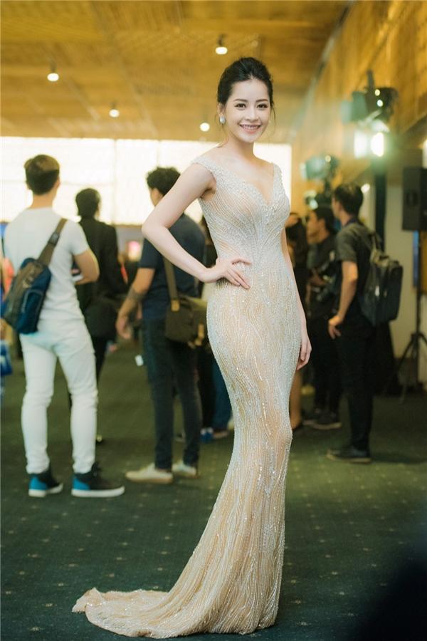 Ngọc trinh chi pu đẹp lộng lẫy khi diện váy gợi cảm