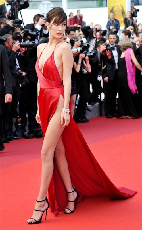 Những chiếc váy làm bạn bối rối vì không biết mặc nội y thế nào
