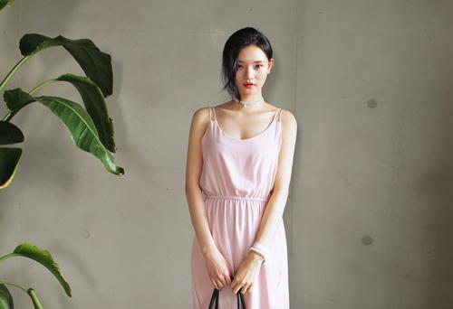 Váy maxi ngọt lịm đốn tim thu hút ánh nhìn từ chàng