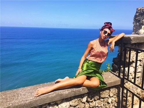 Angela phương trinh thời trang phang thời tiết khi diện đồ lông da