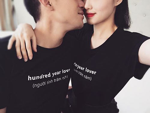 Ngắm lại hình ảnh ngọt ngào vợ chồng tâm tít khi diện áo đôi