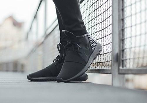 Những đôi sneaker siêu chất được săn lùng nhiều nhất năm 2016
