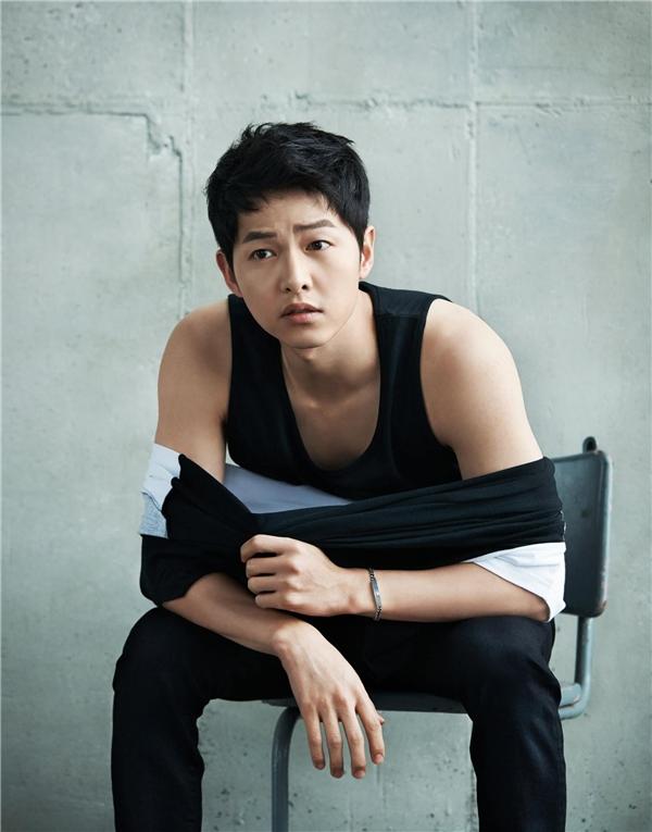 Song Joong Ki đẹp đến từng centimet ai cũng thèm