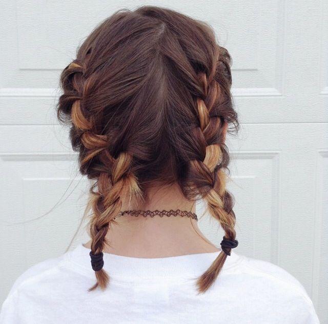 Tết tóc hai bím xinh như phương trinh