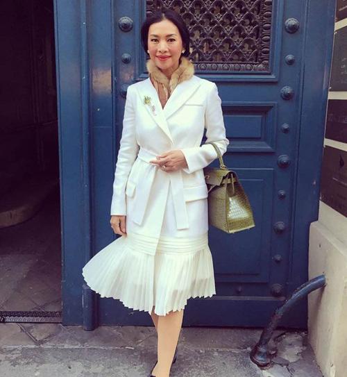 Thời trang xa xỉ của nữ tỷ phú 52 tuổi hot nhất thái lan
