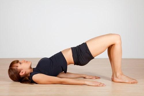 10 bài tập tại nhà đơn giản giúp lưng trần săn chắc gợi cảm