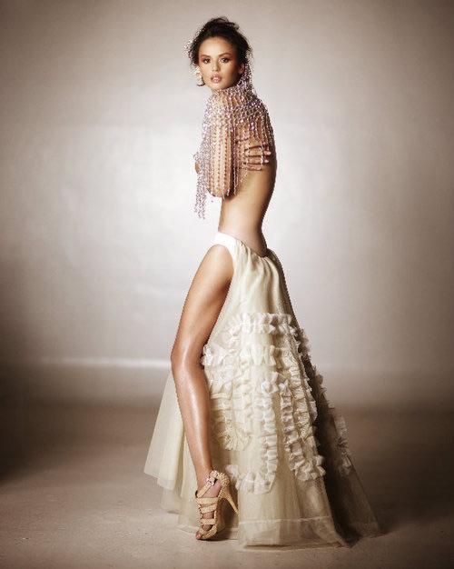 Bí ẩn sau vẻ đẹp của người mẫu sexy nhất philippines