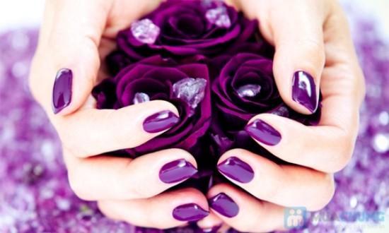 Kiểu móng tay màu tím đẹp cho cô dâu thêm quyến rũ
