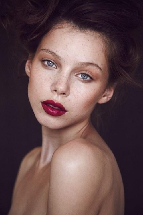 10 tips trang điểm đẹp rạng ngời như một nữ hoàng