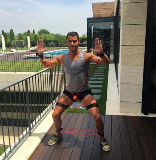 Cristiano ronaldo duy trì cơ bắp vạn người mê thế nào