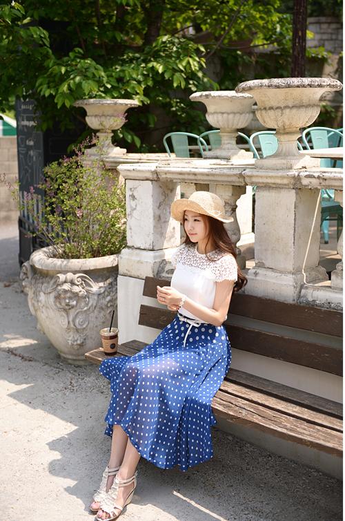 Áo sơ mi nữ phối ren nổi bật trong nắng hè cho nàng công sở