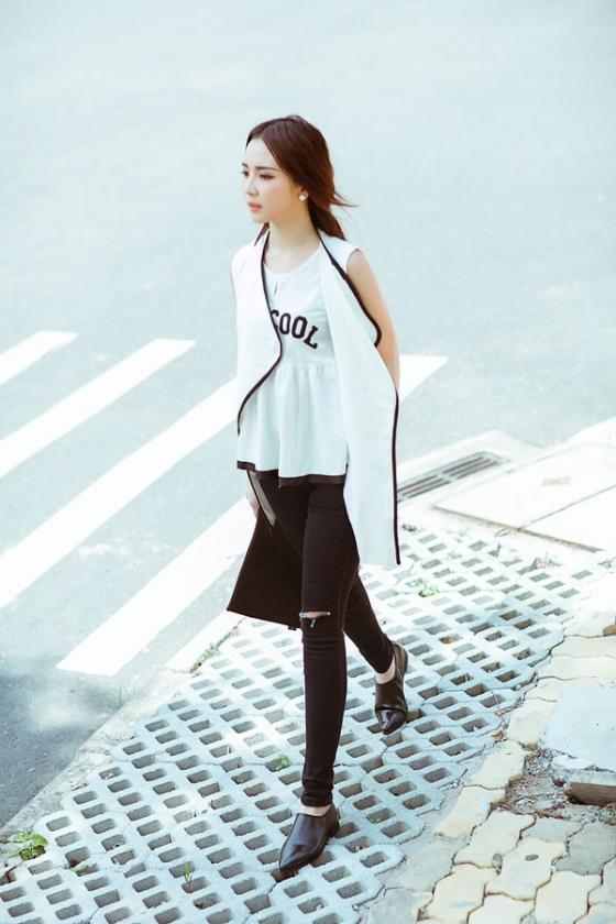 Mix áo sơ mi nữ trắng đẹp với chân váy đen cho nàng công sở hè 2017