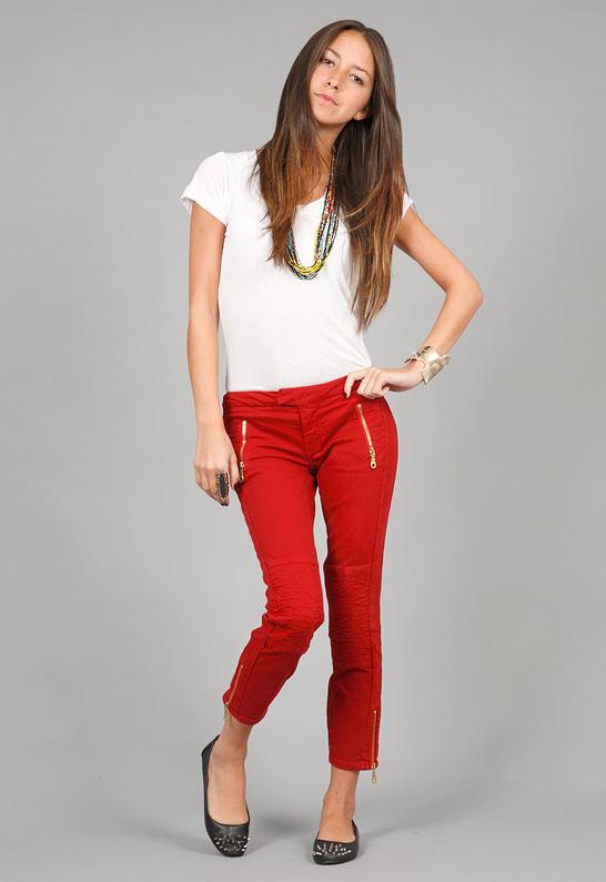 Những kiểu quần nữ màu đỏ cho nàng công sở thêm nổi bật