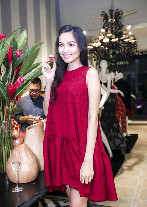 Váy liền thân cho cô nàng công sở thanh lịch