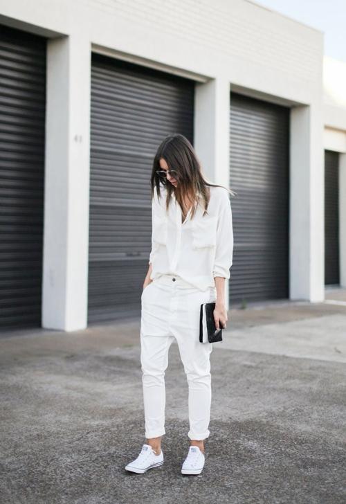 Nổi bật nơi công sở với quần trắng thanh lịch