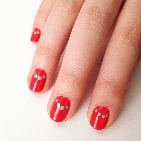 Nổi bật với móng tay màu đỏ dự tiệc ngày hè 2017