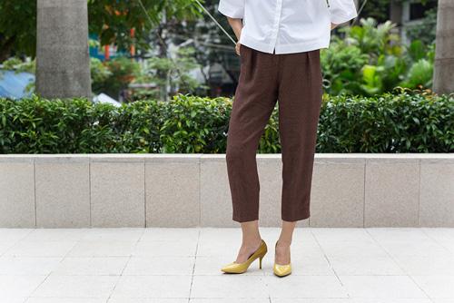Hari won tự tin dạo phố với giày talaha do cô sáng lập