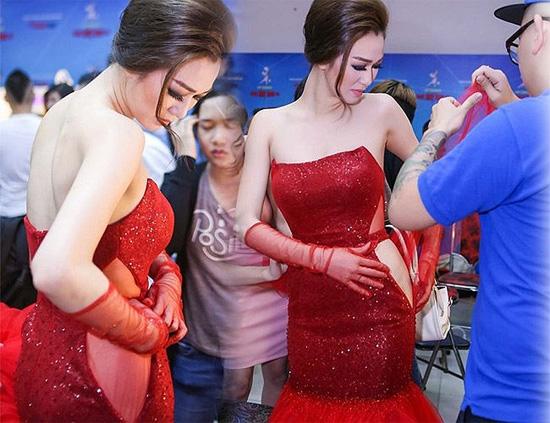 Những sự cố váy áo khiến các sao muối mặt