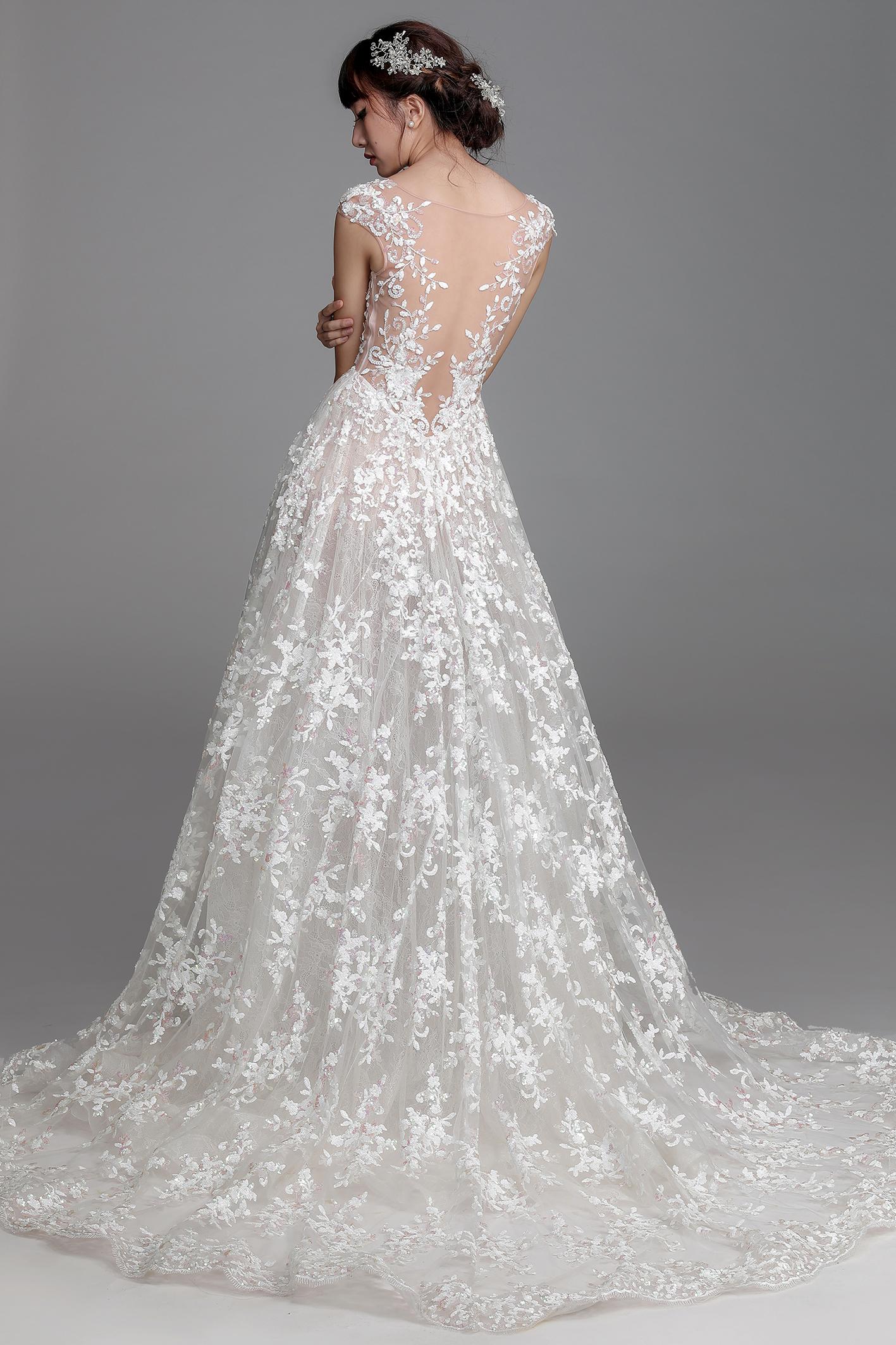 Chung thanh phong ra măt bst váy cưới ren 2017