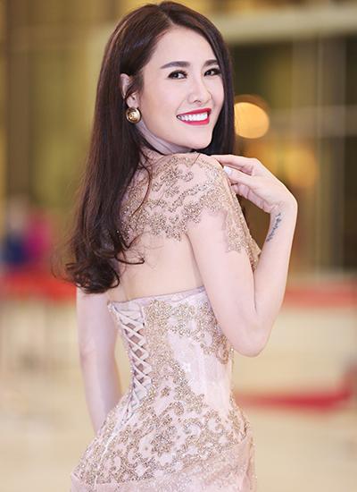 diễn viên thu hà thủy tiên váy áo thanh lịch ở sự kiện