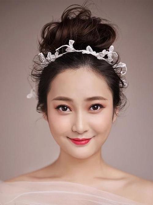 Bật mí kiểu tóc cô dâu đẹp cho nàng khuôn mặt tròn lộng lẫy nhất
