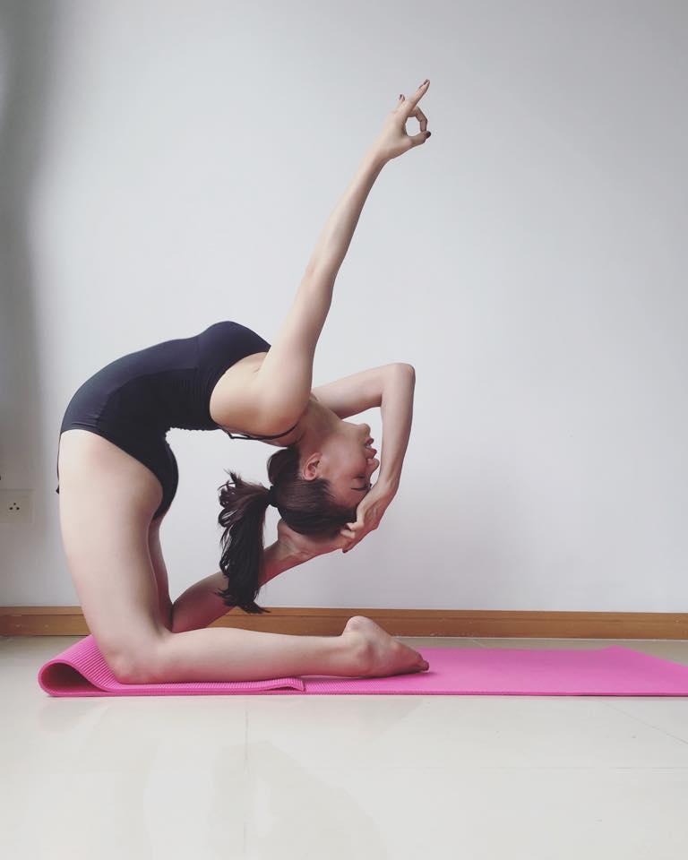 Trà ngọc hằng khoe dáng tập yoga sexy đến nghẹt thở