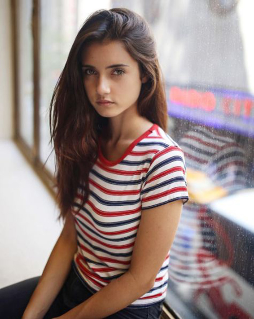 Ngắm vẻ đẹp sexy của cô gái 18 tuổi khiến cộng đồng việt điên đảo