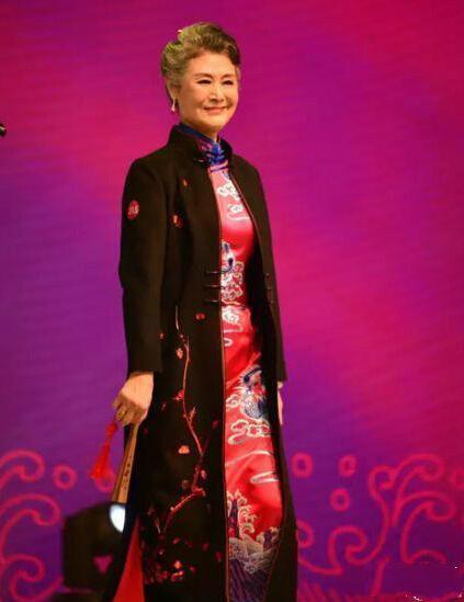 Cực ngầu và sành điệu ai có thể tin được đây là bà lão 73 tuổi