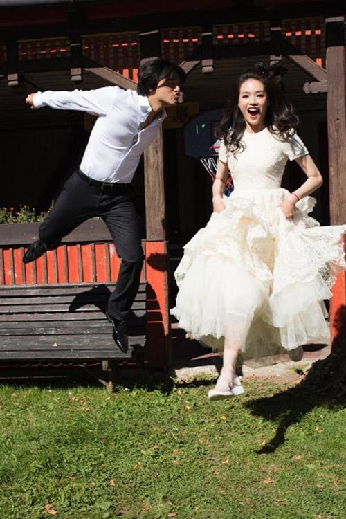 Giàu có và nổi tiếng thư kỳ cũng đã từng gây bất ngờ vì mặc váy cưới giá rẻ