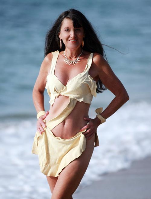 Ngực vẫn căng đầy eo vẫn thon gọn không thể tin được đây là bà lão 70 tuổi